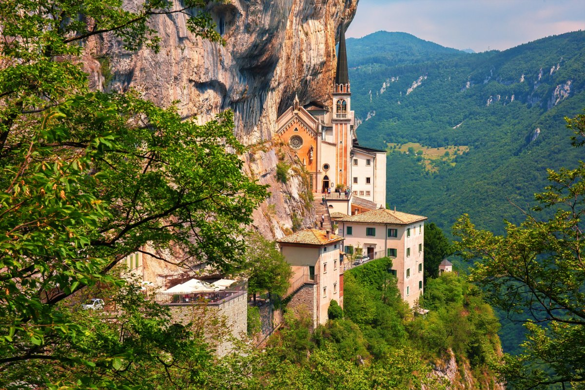 event-Il Santuario di Madonna della Corona: Escursione nel Cuore del Baldo