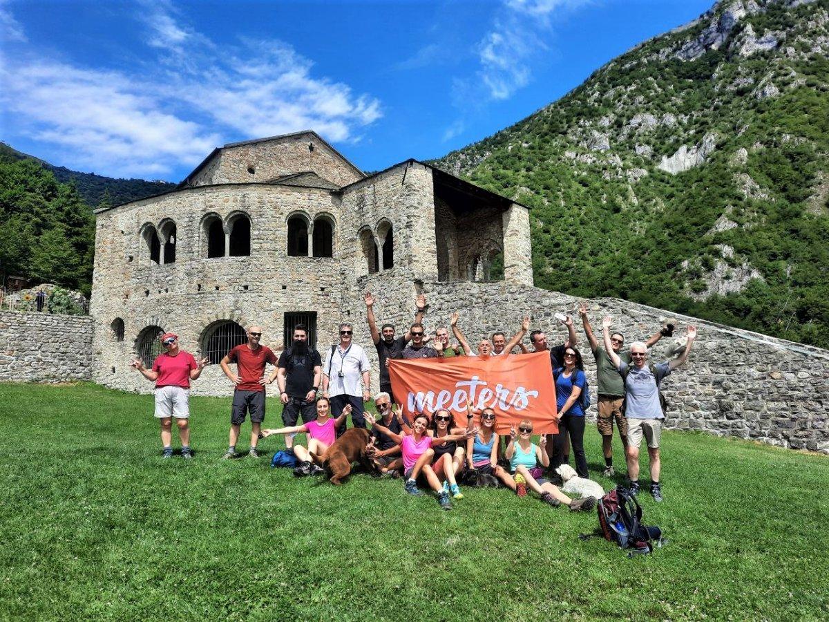 event-Escursione a San Pietro al Monte: Panorami da Sogno sui Laghi Brianzoli