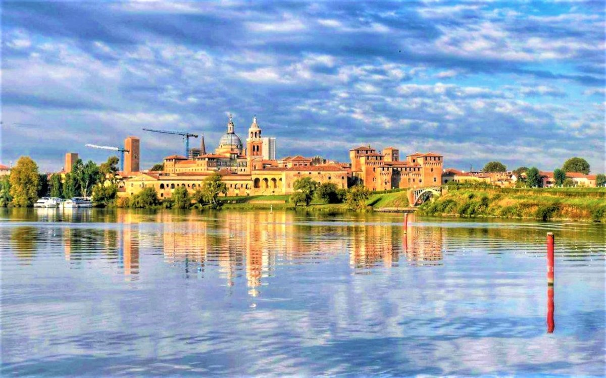 event-Mantova: una Reggia Rinascimentale Riflessa sul Lago