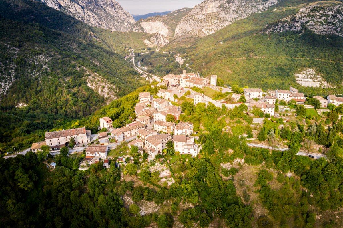 event-Il Sentiero dell'Aquila, Paesaggi Incantevoli tra i Fiumi Esino e Sentino