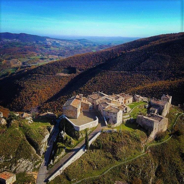 event-La faggeta di Canfaito e il Borgo incantato di Elcito: tesori dall'Appennino Marchigiano