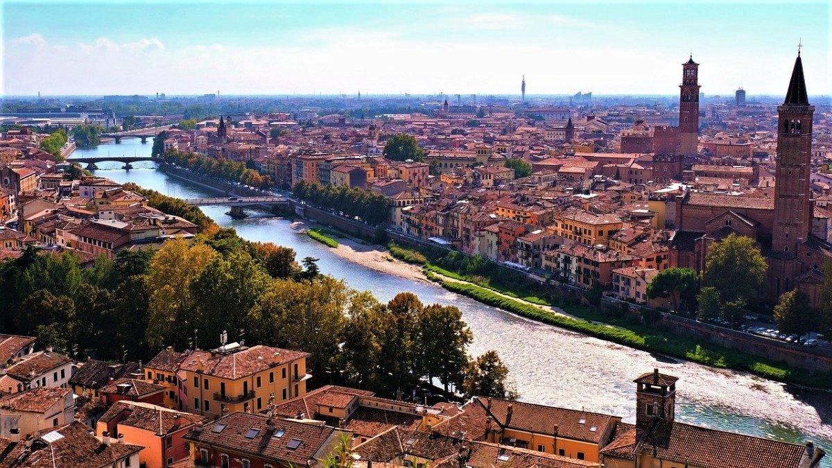 event-Passeggiata per le vie storiche di Verona, una Città dal Fascino Senza Tempo - 1° turno (mattina)