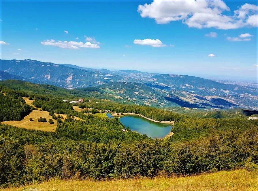 event-Trekking e Yoga tra il Lago Calamone e il Monte Ventasso
