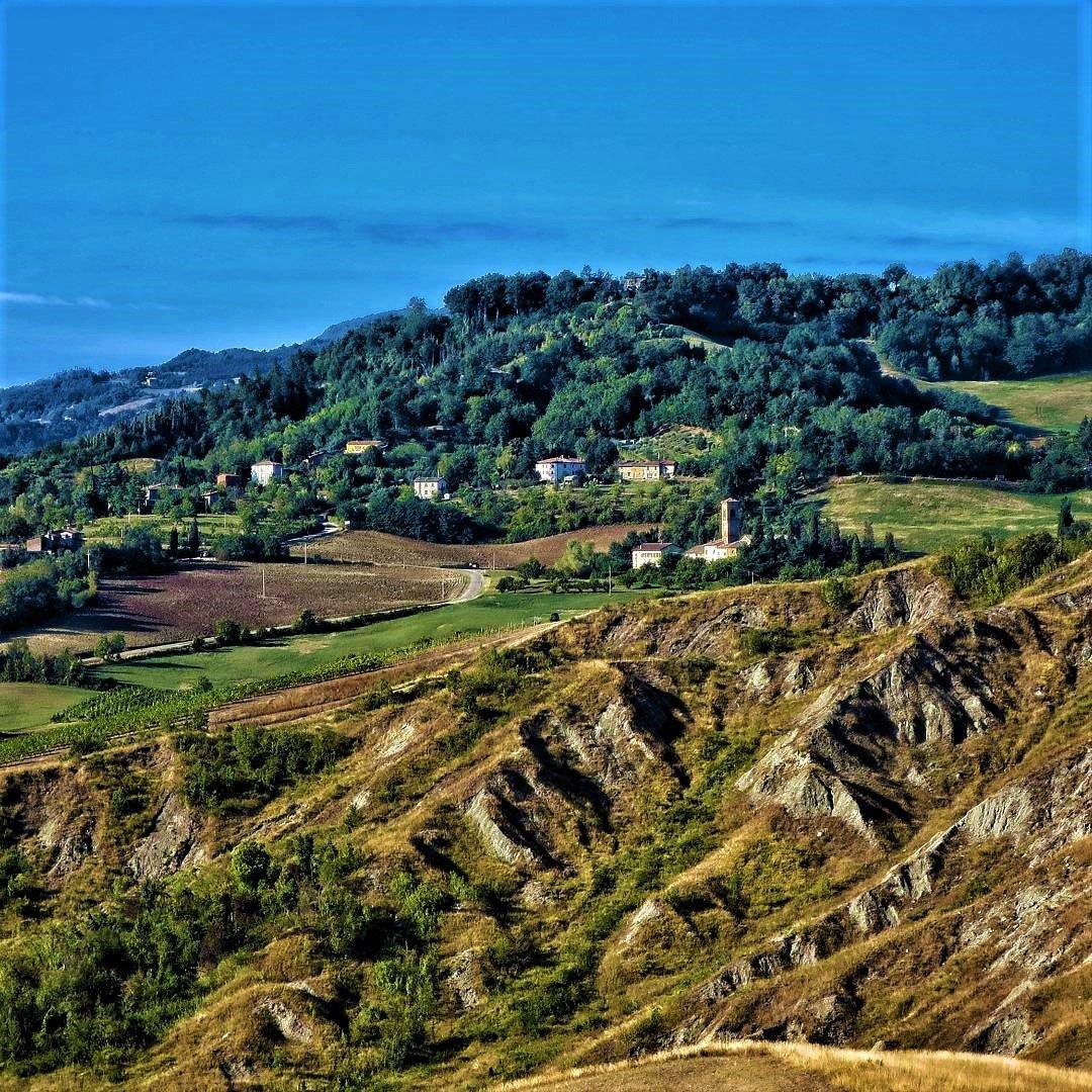 event-Il Crinale di Montemaggiore: Un Percorso tra Calanchi e Vigneti