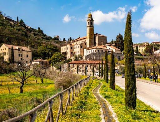 event-Arquà Petrarca: Un Tour tra Bellezza, Fascino e Poesia