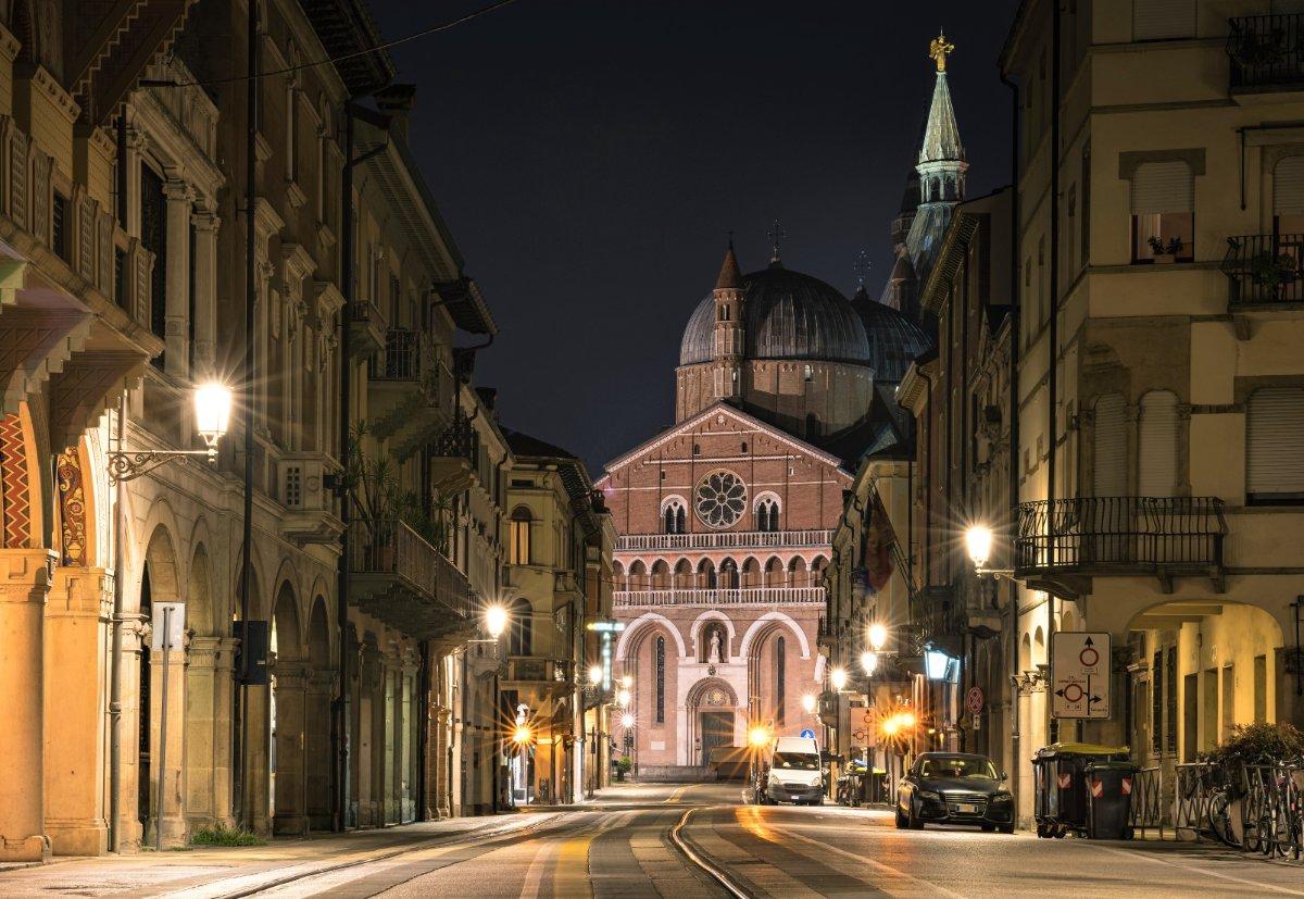 event-Da Piazza del Santo al Ghetto: Un Itinerario tra Ombre e Segreti