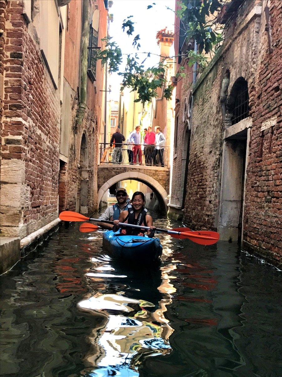 event-Tour in Kayak nei Canali Veneziani: Uno Sguardo Nuovo sulla Serenissima