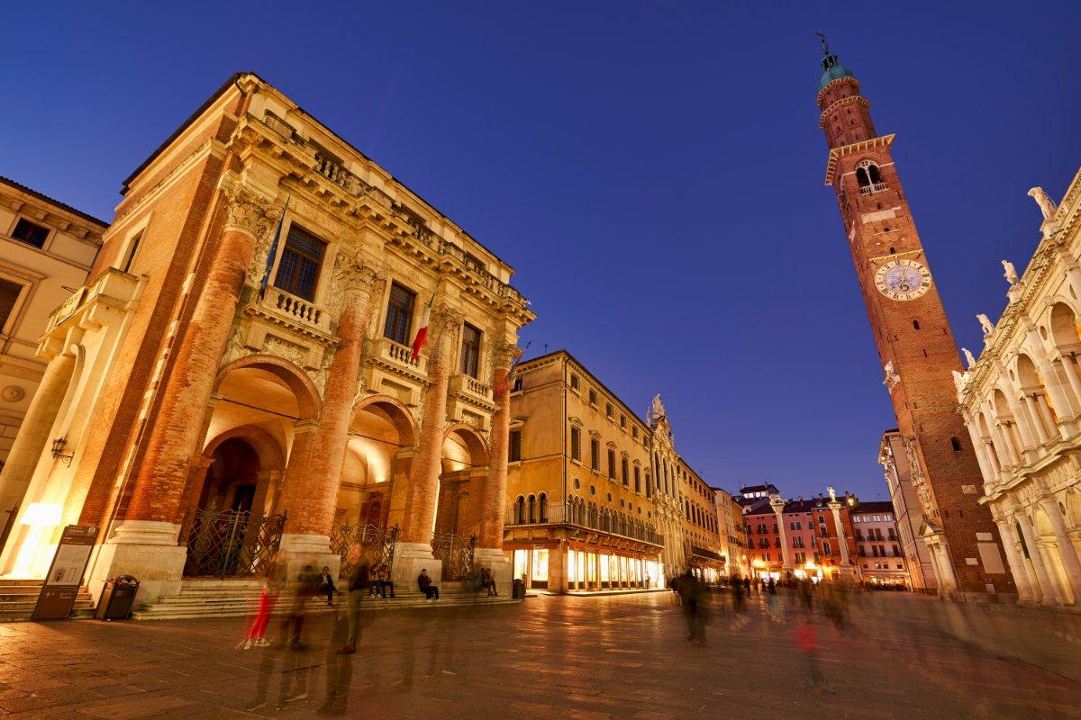 event-Tour Serale a Vicenza: Il Museo a Cielo Aperto del Veneto