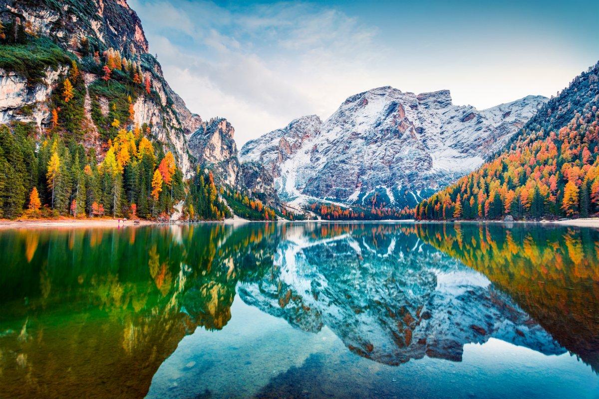 event-Il Lago di Braies: Un Trekking da Sogno nel Cuore delle Dolomiti