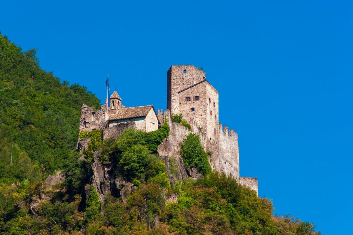 event-Castelli di Bolzano: Escursione nella Storia con Pranzo Tipico
