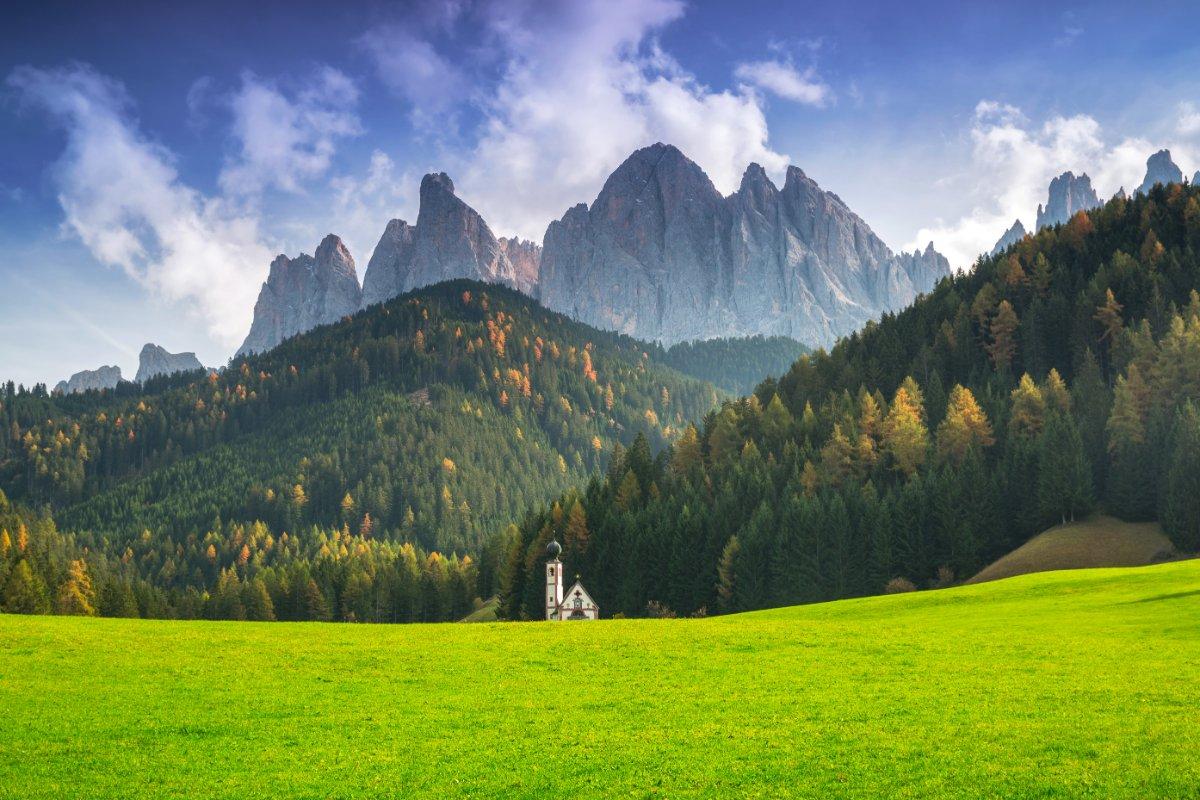 event-Le Dolomiti della Val di Funes: Un Trekking con Scenari Mozzafiato