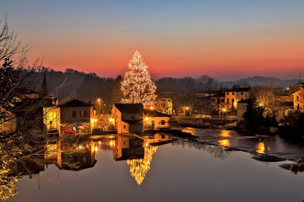 event-La Magia del Natale: Uscita di Gruppo a Borghetto sul Mincio