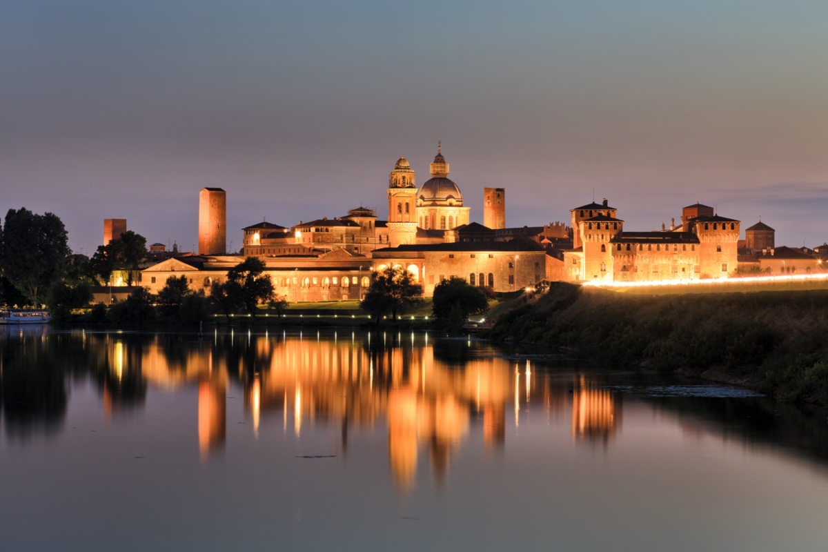 event-Tour in Battello con Degustazione: La Magia di Mantova al Tramonto