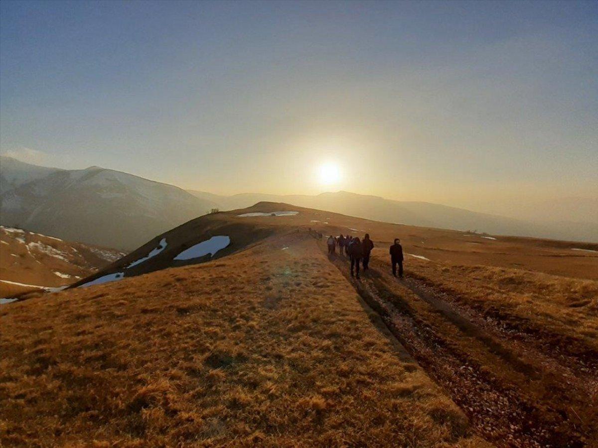 event-La Fonte dell'Aquila: Trekking al Tramonto sui Monti Sibillini