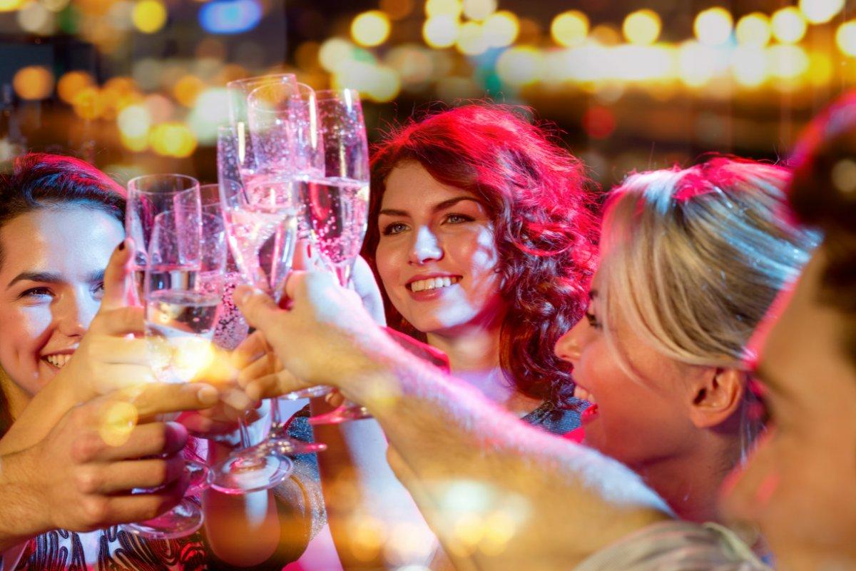 event-Festa dei Single Meeters: Aperitivo nel Quartiere Isola [età 25-40]