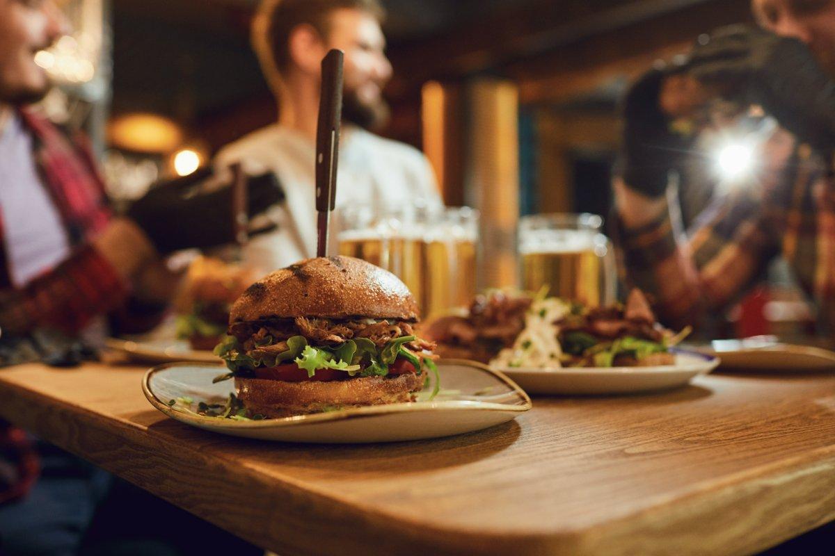 event-Cena Inedita Meeters: Hamburger in centro a Milano [età 40-65]