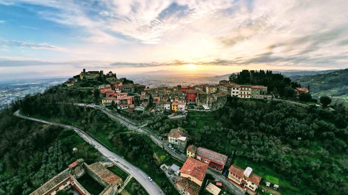 event-Tramonto a Montecatini Alto: Passeggiata e Pizza nel Borgo Medievale