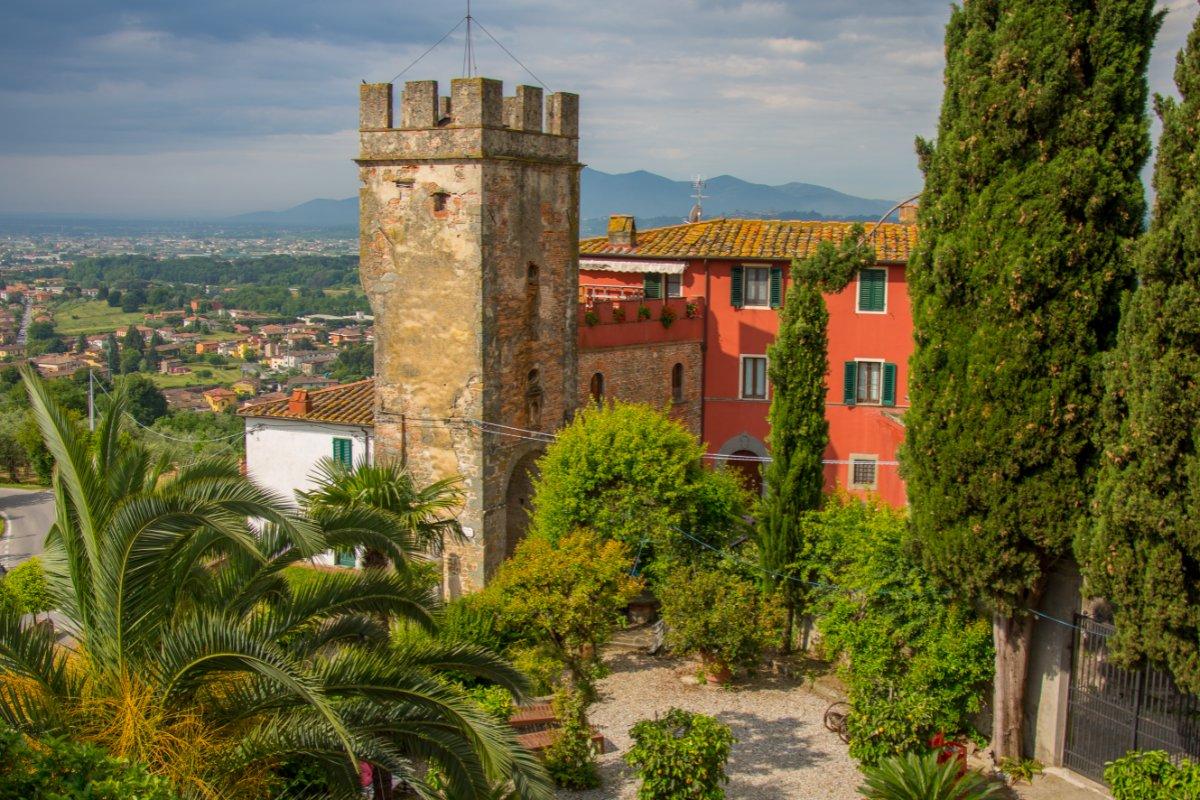 event-Tramonto a Buggiano Castello: Passeggiata e Pizza nel Borgo Medievale