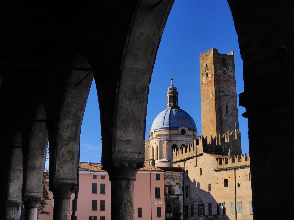 event-Mantova con il naso all'insù: Passeggiata tra Torri e Campanili
